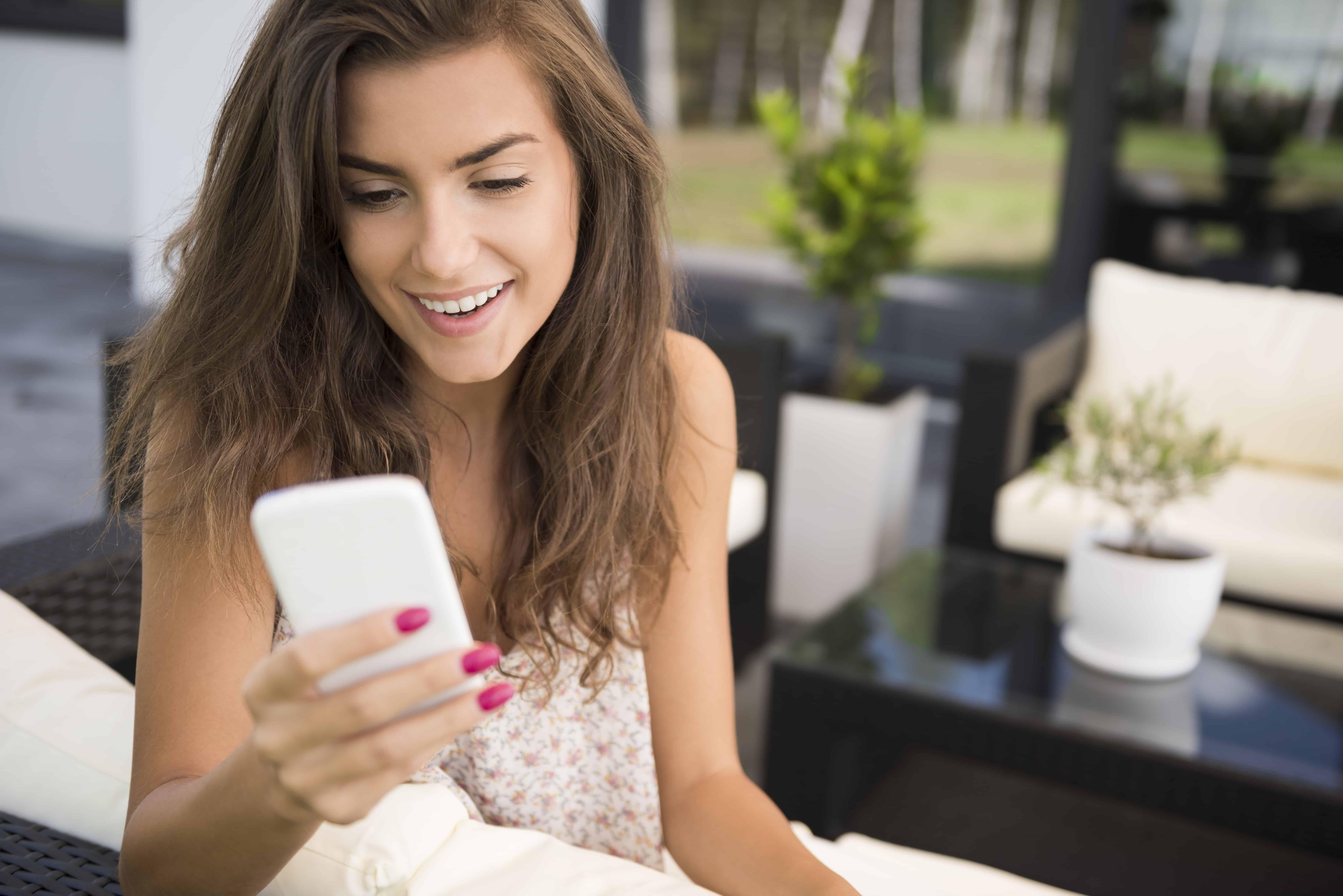 girl sending a sext message